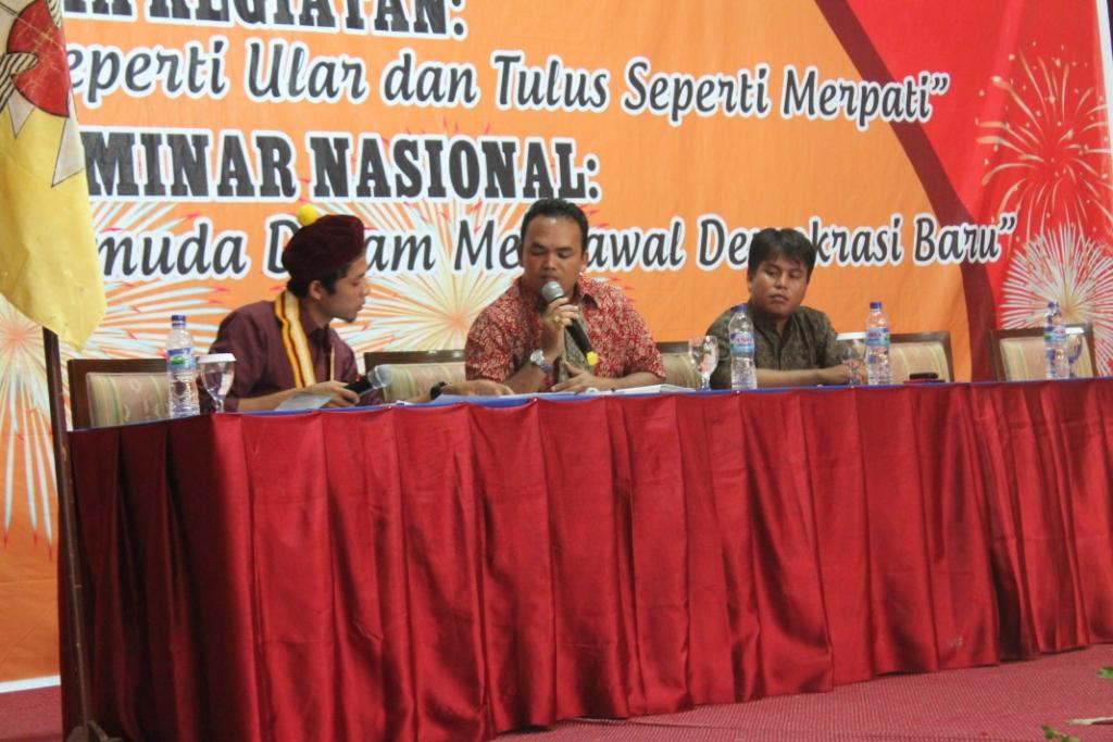 Seminar Sesi I Pemateri Ruslan Tarigan DPRD Kota Pekanbaru terpilih dan Ilham Rahmani SH Kepala Desa Termuda se Riau