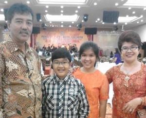 Maria Mariana Br Panjaitan bersama keluarga