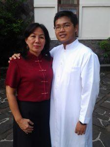 Theresia Aniy Susanto bersama anaknya